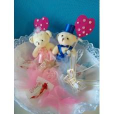 Букет из игрушек-мишек и конфет Жених и невеста (DM001DM)