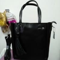 Кожаная женская черная сумка средняя  (DM519051Cl)